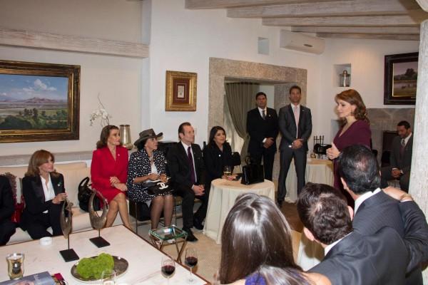 Лусия Мендес/Lucia Mendez 4 - Страница 30 Angelica-actores-600x400