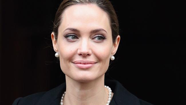 Angelina Jolie se extirpa los senos